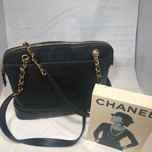Chanel shoulder bag NWOT caviar skin very elegant